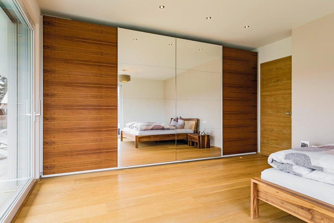 Schlafzimmerschrank mit Schiebetüren geschlossen